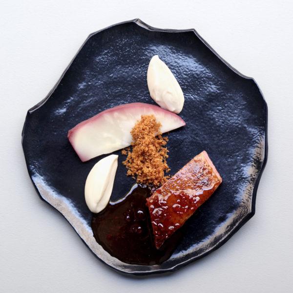 Canette de Kriaxera et céleri rave en trois façon, sauce gastrique au piment rouge